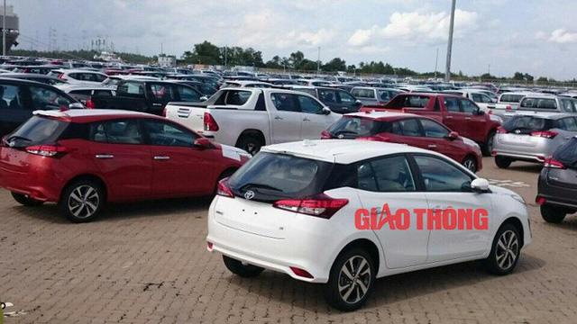 Cận cảnh Toyota Yaris bản vừa cập cảng Việt Nam, giá không đổi - Ảnh 2.