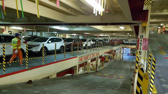 Tàu chở rất nhiều xe nhập khẩu miễn thuế về Việt Nam, có cả Honda, Chevrolet, Ford và Nissan - Ảnh 3.