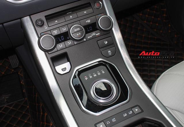 Mới lăn bánh 7.500km, Range Rover Evoque 2017 được rao bán lại giá 2,85 tỷ đồng - Ảnh 17.