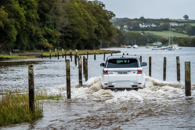 Chủ xe Jaguar và Land Rover tại Việt Nam sẽ không còn lo thủy kích sau mưa lớn nhờ gói hỗ trợ mới chính hãng - Ảnh 1.