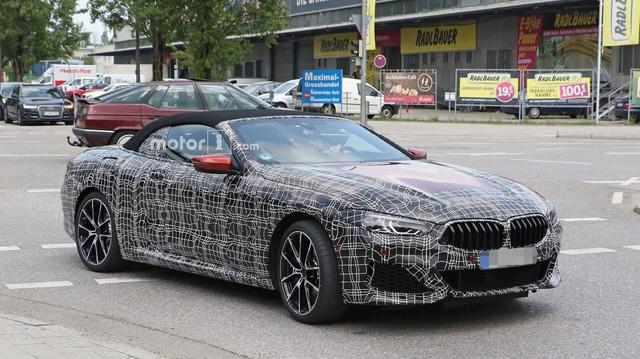 BMW 8-Series mui trần xuất hiện ngoài phố