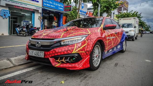 Chiều con nhỏ, ông bố tại Sài Gòn độ Honda Civic Turbo theo phong cách người nhện