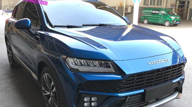 Hàng nhái của Lamborghini Urus bắt đầu lăn bánh trên phố