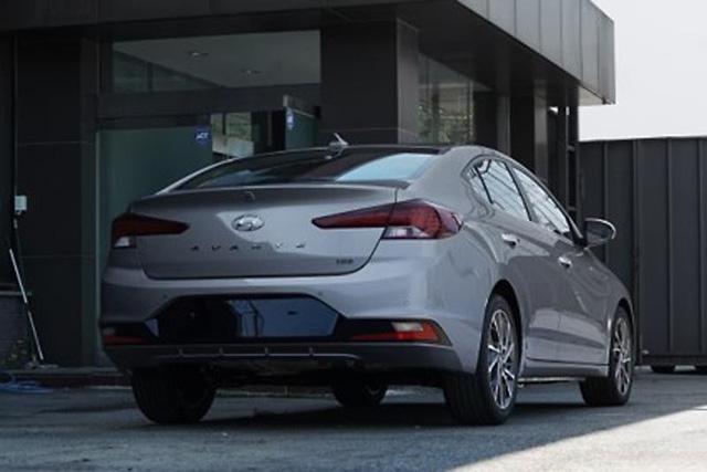 Cận kề ngày ra mắt, Hyundai Elantra 2019 liên tục lộ diện với các phiên bản khác nhau - Ảnh 2.