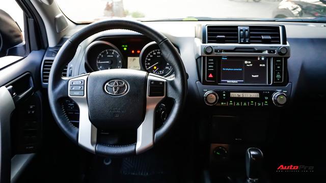 Chạy 2 năm hơn 3 vạn km, Toyota Prado TXL vẫn bán được giá trên 2 tỷ đồng - ảnh 10
