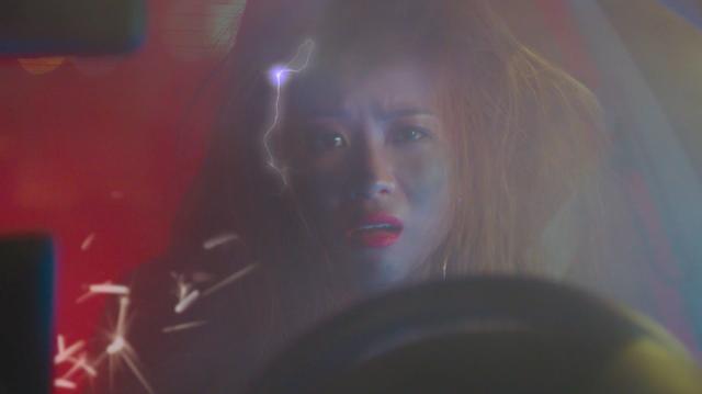 Phụ kiện không chính hãng bốc cháy trong xe rapper Suboi  - Ảnh 2.