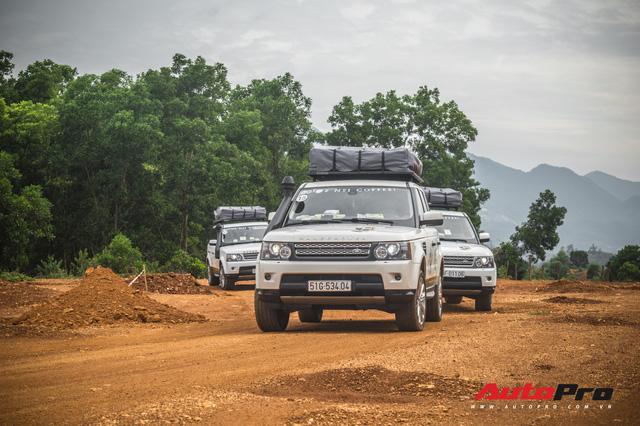 [Chùm ảnh] Đoàn Range Rover hàng chục tỷ đồng của Trung Nguyên thoả sức tắm bùn ở Đồng Mô trước khi rời Hà Nội - Ảnh 8.