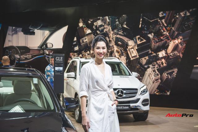 Những bóng hồng xinh đẹp tỏa sáng bên dàn xe sang tại Mercedes-Benz Fascination 2018 - Ảnh 10.