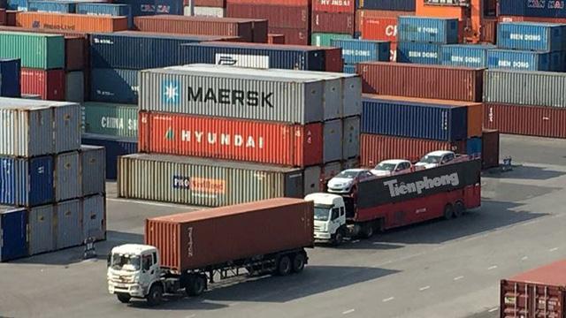 Ô tô miễn thuế đổ bộ về Việt Nam, tập kết kín cảng chờ lăn bánh  - Ảnh 3.