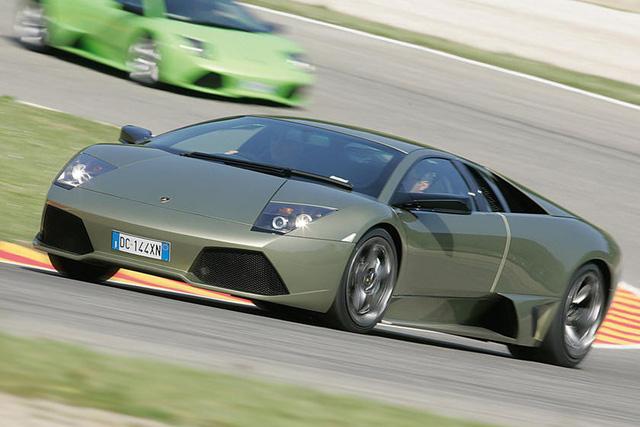 4 siêu xe Italia cuối cùng còn sử dụng hộp số sàn - Ảnh 2.