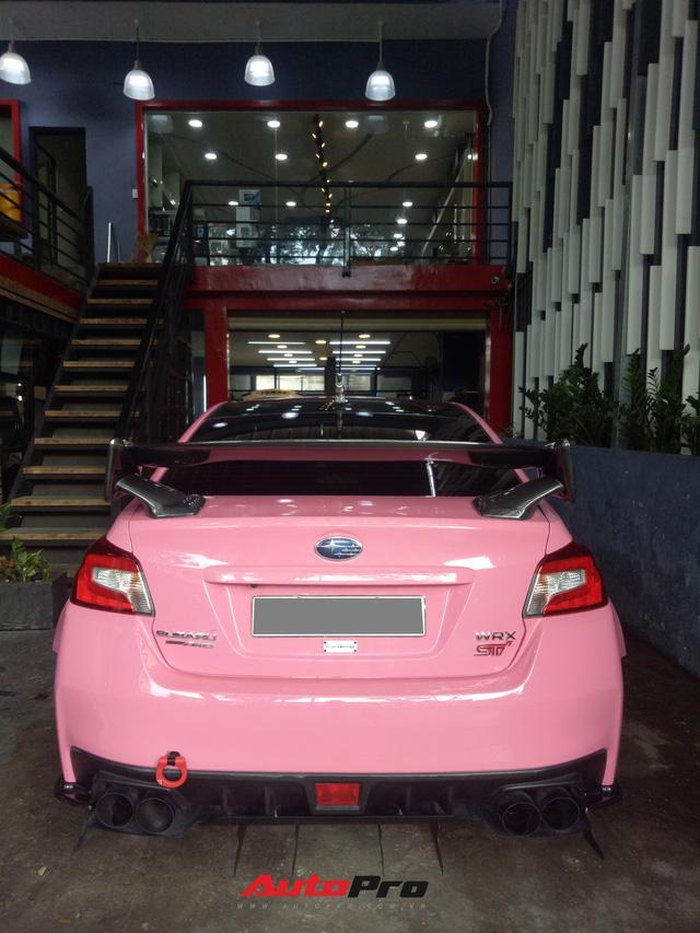 Mang sơn hồng nữ tính nhưng chiếc Subaru của dân chơi Sài Gòn lại độ thân rộng, chế cần số như cán kiếm Nhật - Ảnh 8.