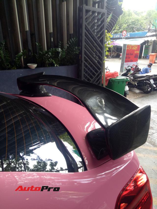 Mang sơn hồng nữ tính nhưng chiếc Subaru của dân chơi Sài Gòn lại độ thân rộng, chế cần số như cán kiếm Nhật - Ảnh 6.