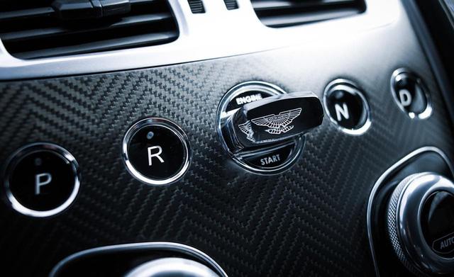 Chìa khóa bằng lam ngọc của Aston Martin - Cách chơi trội của giới nhà giàu 10 năm trước - Ảnh 4.