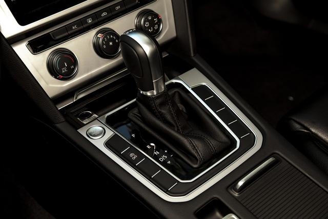 Volkswagen Passat thêm phiên bản mới tại Việt Nam: Đấu Toyota Camry bằng giá Mercedes-Benz C200 - Ảnh 8.