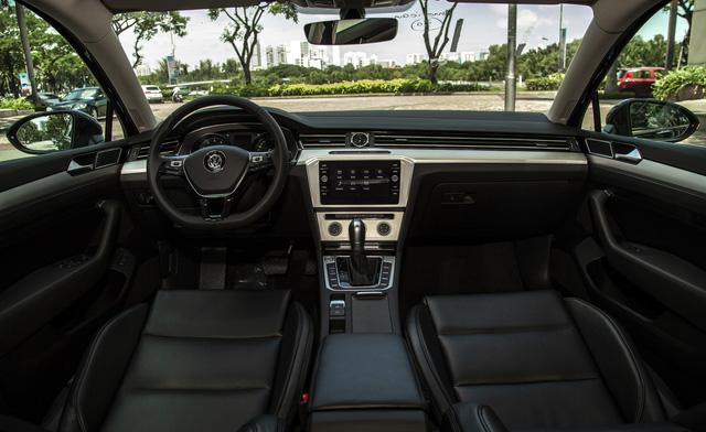 Volkswagen Passat thêm phiên bản mới tại Việt Nam: Đấu Toyota Camry bằng giá Mercedes-Benz C200 - Ảnh 6.