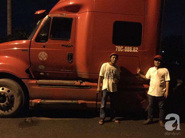 Hi hữu: Trộm cả xe container khổng lồ rồi vứt đầu xe một chỗ, thân xe một hướng - Ảnh 1.
