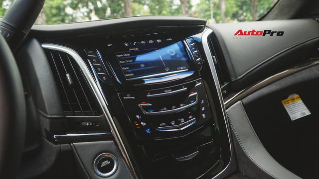 Cận cảnh chiếc SUV hạng sang Cadillac Escalade 2018 đầu tiên tại Việt Nam - Ảnh 8.