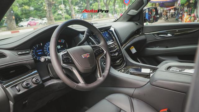 Cận cảnh chiếc SUV hạng sang Cadillac Escalade 2018 đầu tiên tại Việt Nam - Ảnh 5.