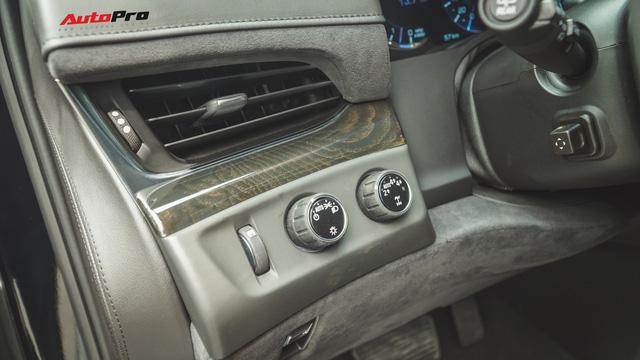 Cận cảnh chiếc SUV hạng sang Cadillac Escalade 2018 đầu tiên tại Việt Nam - Ảnh 10.
