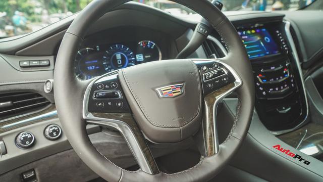 Cận cảnh chiếc SUV hạng sang Cadillac Escalade 2018 đầu tiên tại Việt Nam - Ảnh 6.