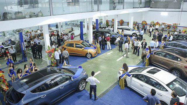 """Thị trường ô tô tháng Ngâu: Xe nhiều sẽ """"kích"""" sức mua?"""