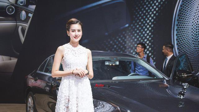 """Những """"bóng hồng"""" xinh đẹp tỏa sáng bên dàn xe sang tại Mercedes-Benz Fascination 2018"""