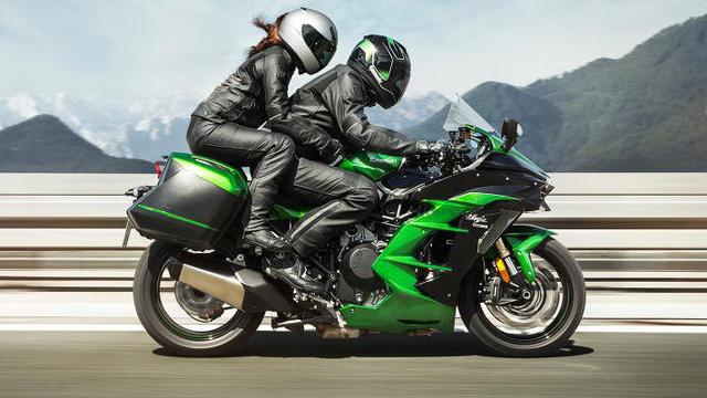 Kawasaki Ninja H2 SX SE đầu tiên về Việt Nam - Mô tô tiền tỷ cho người mê phượt - Ảnh 1.