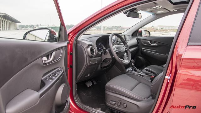 Bị chê đắt, Hyundai Kona bản cao nhất có gì để định giá 725 triệu đồng? - Ảnh 6.