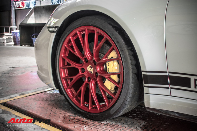 Porsche 911 Targa 4S độc đáo của đại gia Sài Gòn sở hữu cả Ferrari 488 GTB và Rolls-Royce Ghost - Ảnh 8.