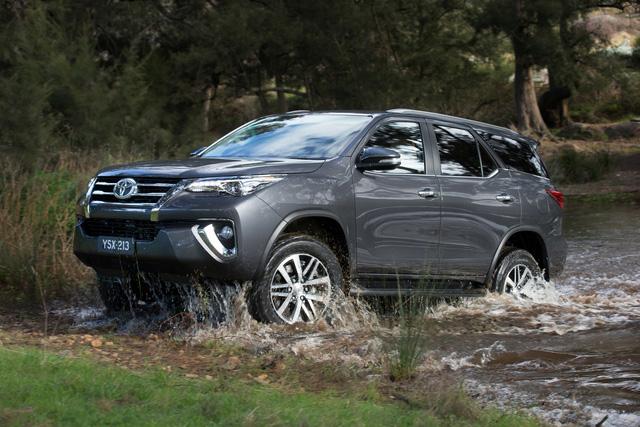 SUV 7 chỗ chạy đua công nghệ, vua doanh số Toyota Fortuner vẫn bình chân như vại - Ảnh 4.