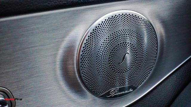 Mercedes-Benz C300 AMG nội thất màu hiếm vừa lăn bánh hơn 6.000 km đã được rao bán với khoản khấu hao cả trăm triệu đồng - Ảnh 13.