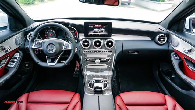 Mercedes-Benz C300 AMG nội thất màu hiếm vừa lăn bánh hơn 6.000 km đã được rao bán với khoản khấu hao cả trăm triệu đồng - Ảnh 7.