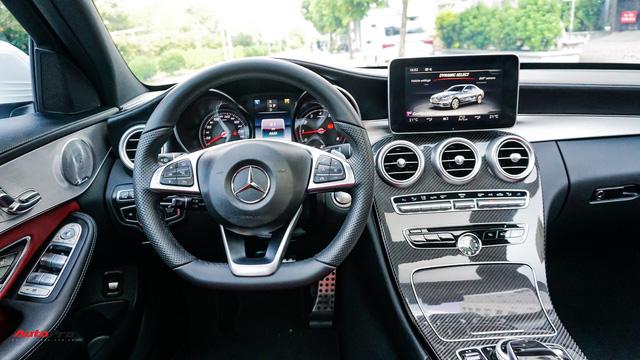 Mercedes-Benz C300 AMG nội thất màu hiếm vừa lăn bánh hơn 6.000 km đã được rao bán với khoản khấu hao cả trăm triệu đồng - Ảnh 10.