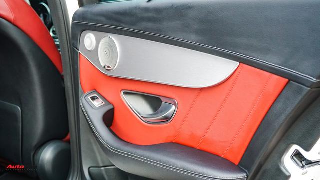 Mercedes-Benz C300 AMG nội thất màu hiếm vừa lăn bánh hơn 6.000 km đã được rao bán với khoản khấu hao cả trăm triệu đồng - Ảnh 8.
