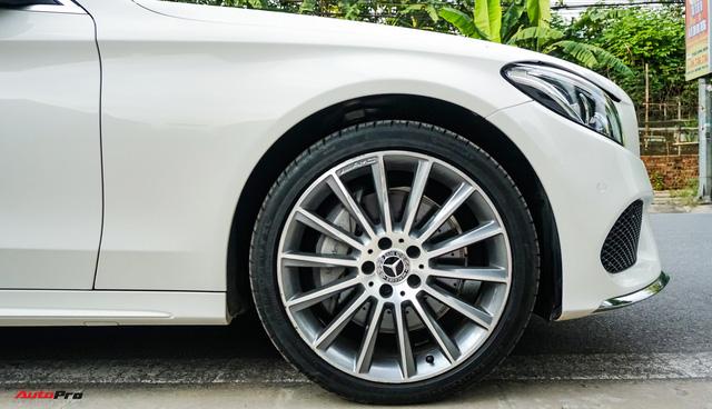 Mercedes-Benz C300 AMG nội thất màu hiếm vừa lăn bánh hơn 6.000 km đã được rao bán với khoản khấu hao cả trăm triệu đồng - Ảnh 4.