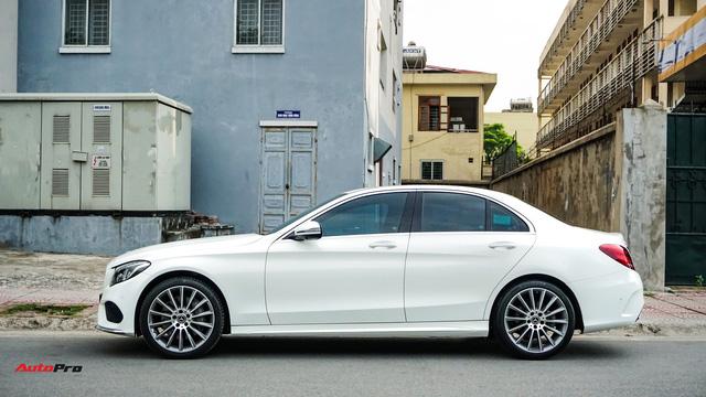 Mercedes-Benz C300 AMG nội thất màu hiếm vừa lăn bánh hơn 6.000 km đã được rao bán với khoản khấu hao cả trăm triệu đồng - Ảnh 3.