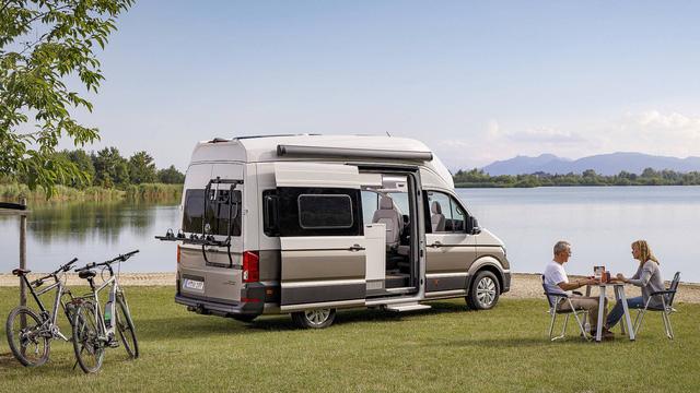 Volkswagen Grand California - Chiếc van thiết kế như ngôi nhà di dộng, có đầy đủ từ phòng ngủ, bếp ăn đến toilet - Ảnh 1.
