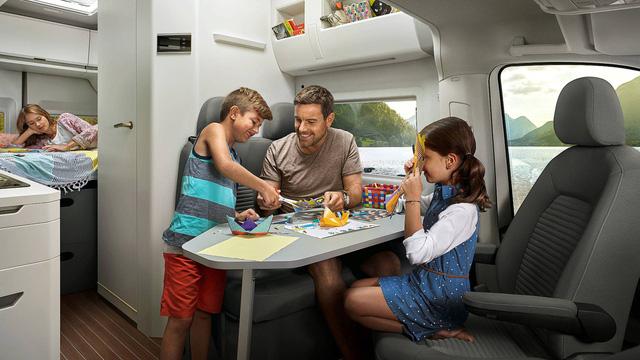 Volkswagen Grand California - Chiếc van thiết kế như ngôi nhà di dộng, có đầy đủ từ phòng ngủ, bếp ăn đến toilet - Ảnh 7.