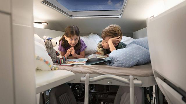 Volkswagen Grand California - Chiếc van thiết kế như ngôi nhà di dộng, có đầy đủ từ phòng ngủ, bếp ăn đến toilet - Ảnh 5.