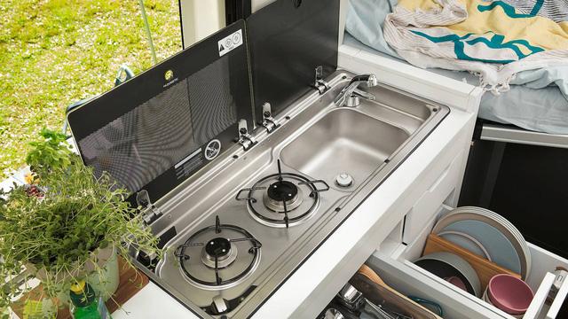 Volkswagen Grand California - Chiếc van thiết kế như ngôi nhà di dộng, có đầy đủ từ phòng ngủ, bếp ăn đến toilet - Ảnh 6.