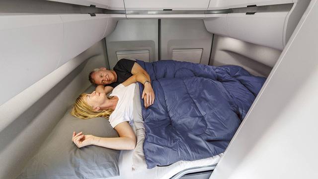 Volkswagen Grand California - Chiếc van thiết kế như ngôi nhà di dộng, có đầy đủ từ phòng ngủ, bếp ăn đến toilet - Ảnh 4.