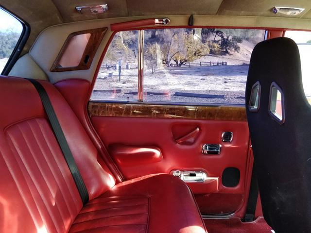 Xe siêu sang Rolls-Royce độ như xe phế liệu, dùng hộp số Ford, vành Porsche - Ảnh 11.