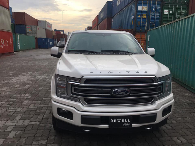 Siêu bán tải Ford F-150 Limited 2018 đầu tiên về Việt Nam - Ảnh 1.