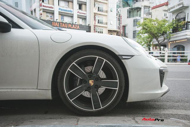 Thêm nửa tỷ đồng phụ kiện, Porsche 911 Carrera màu trắng chính hãng đầu tiên tại Hà Nội khoe dáng trên phố - Ảnh 8.