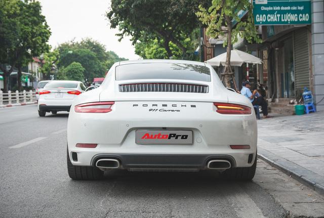 Thêm nửa tỷ đồng phụ kiện, Porsche 911 Carrera màu trắng chính hãng đầu tiên tại Hà Nội khoe dáng trên phố - Ảnh 11.