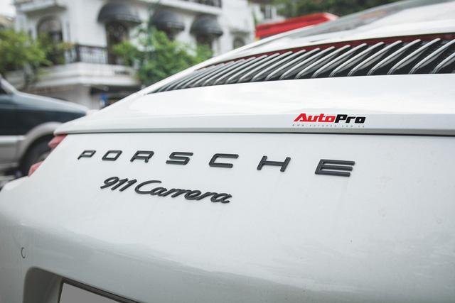 Thêm nửa tỷ đồng phụ kiện, Porsche 911 Carrera màu trắng chính hãng đầu tiên tại Hà Nội khoe dáng trên phố - Ảnh 12.