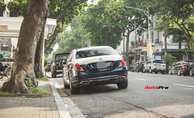 Đại gia Hà thành sắm Mercedes-Maybach S560 4Matic đầu tiên Việt Nam - Ảnh 1.