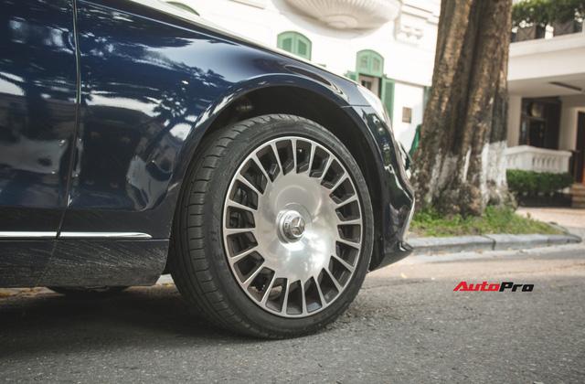 Đại gia Hà thành sắm Mercedes-Maybach S560 4Matic đầu tiên Việt Nam - Ảnh 9.