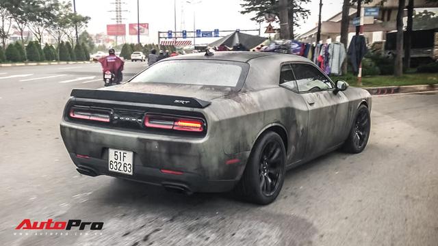 Hang khung Dodge Challenger SRT-8 Hellcat khoac ao ri set cua dai gia Sai Gon