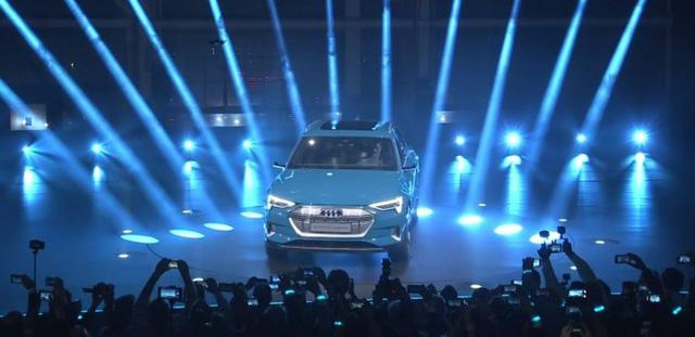 Audi E-Tron ra mắt toàn cầu tại San Francisco, khởi động giai đoạn cạnh tranh đầy khốc liệt mới - Ảnh 1.